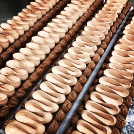 📣 NOUVEAUTÉ 📣  Le COOKIE CHOC est arrivé dans nos boutiques 😁😜  Composé d'un cookie croustillant aux flocons d'avoine, biscuit moelleux chocolat, crémeux chocolat au lait, fine feuille de chocolat noir craquante et ganache montée au chocolat noir intense 🍫  Sans sucre, gluten, sucre ajouté, sans fruit à coques ni arachide.  #aupetitprince #etel #carnac #baud #auray #pluvigner #belz #locoalmendon #pastrychef #livraisonadomicile #confinement #chocolate #pastries #instagood #instafood #yummy #gourmandises #relaisdesserts #foudepatisserie  #pastrylover #foodlover #foodporn #chocolat #chocolatelover #morbihan #bzh #christmas #noel #nouveaugateau