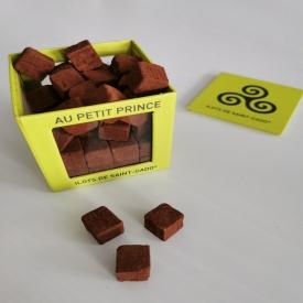 🏆JEU CONCOURS🏆  Tentez de remporter une boîte d'Îlots de St Cado !! 🎁 L'une de nos spécialités, indémodable, incontournable ! Composée de petits cubes de praliné, caramel et crêpe dentelle, enrobés de cacao 😋🍫🍫  Pour participer, rien de plus simple : Likez, commentez et diffusez cette publication ! 🔄🌍 Un tirage au sort aura lieu le Mercredi 24 Février parmi les participants 🗳️  ⚠️Le gagnant doit pouvoir se rendre en boutique pour retirer son lot !  Bonne chance à tous ! 🍀🤞  #aupetitprince #auray #baud #carnac #belz #pluvigner #relaisdesserts #pastry #pastrychef #yummy #miam #gourmandise #greedy #chocolat #chocolate #artisan #artisanat #bretagne #morbihan #epv #collegeculinairedefrance #jeuconcours