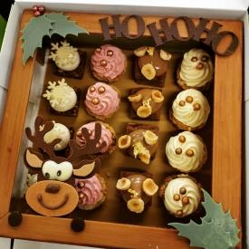 Découvrez notre plateau de mignardises 😍😍  Un assortiment de 16 réductions dans un coffret tout en chocolat composé de choux exotiques, choux fruits rouges, moelleux choco-noisettes et de croustillant vanille 🎄🎅  Vous pouvez le réserver dès maintenant dans la boutique de votre choix 😉  #aupetitprince #etel #carnac #baud #auray #pluvigner #belz #locoalmendon #pastrychef #livraisonadomicile #confinement #chocolate #pastries #instagood #instafood #yummy #gourmandises #relaisdesserts #foudepatisserie #pastrylover #foodlover #foodporn #chocolat #chocolatelover #morbihan #bzh #christmas #noel