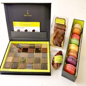 Coffrets ! 😀  ➡️de 30 Chocolats assortis ➡️de 4 Oursons guimauves enrobés de Chocolat au Lait ➡️de 8 Macarons  ✨ Avec en guest une Huître au Praliné Chocolat et Crêpe dentelle 😋  Tous ces articles sont disponibles sur notre site internet www.aupetitprince.fr 🌍  Vous craquez pour lequel ? 🤔  #aupetitprince #auray #baud #carnac #belz #pluvigner #relaisdesserts #pastry #pastrychef #yummy #miam #gourmandise #greedy #morbihan #epv #collegeculinairedefrance #artisan #bretagne #foodporn #instafood #chocolat #chocolate